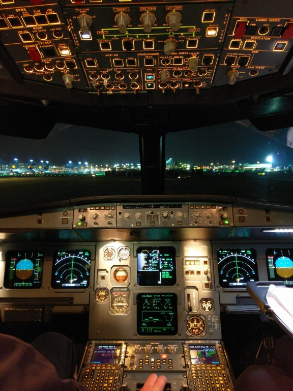 Cockpit eines A319 beim Run-Up