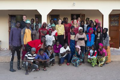 Group picture of the students and the trainees (Photo: Felix Flohr)